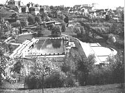 Venkovní bazény na Klíši krátce po otevření v roce 1933.