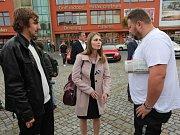 Volební lídři se na Lužickém náměstí v Rumburku ocitli v palbě otázek.