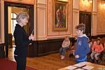Žáci z Velkého Března dostali vysvědčení v Císařském sále