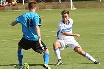 Fotbalisté Ústí (bílé dresy) zvítězili ve Štětí vysoko 6:0.