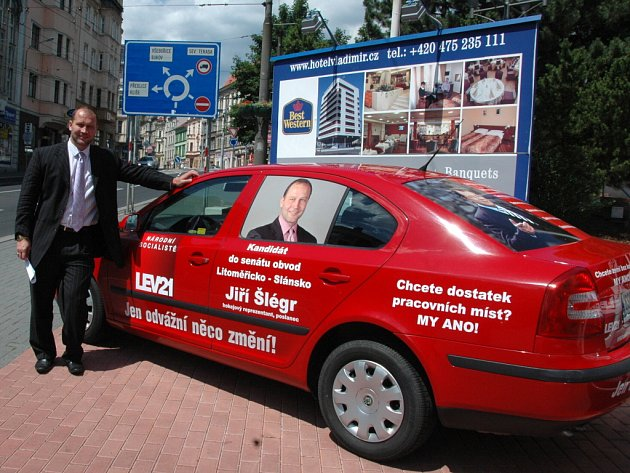 Automobil si převzal i kandidát do senátních voleb za Litoměřicko a Slánsko Jiří Šlégr.