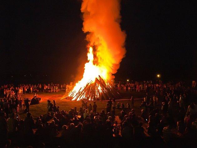 Sezonu zahájí obří táborák.