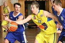 Hráči Slunety USK (žlutí) doma prohráli se Slaným.