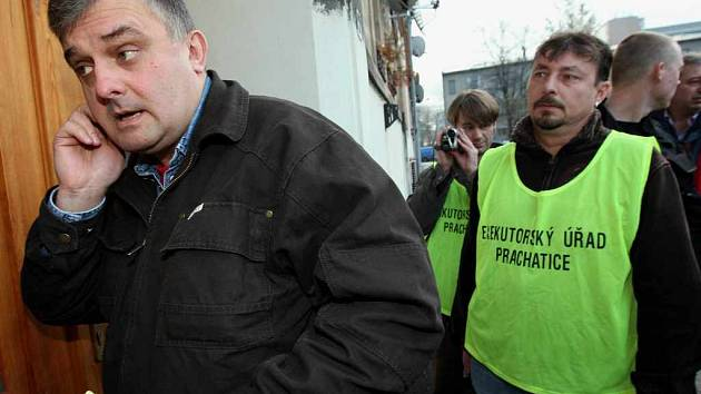 Prachatický exekutor přijel do Ústí nad Labem vymáhat dluhy Dopravního podniku města Ústí nad Labem
