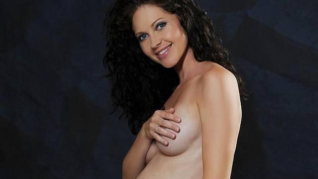 Těhotná modelka Lenka Taussigová ukázala bříško