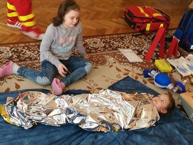 """Děti z Petrovic prošly druhou částí záchranářského projektu """"Neboj se zachránit život"""""""
