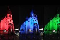 Barevně nasvícený kostel Nanebevzetí Panny Marie na Kostelním náměstí v Ústí nad Labem