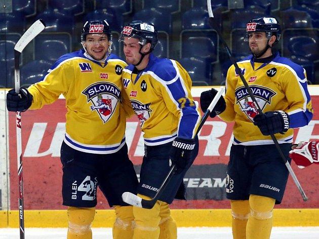 Ústečtí hokejisté (žluto-modří) doma rozdrtili Jihlavu 5:0.