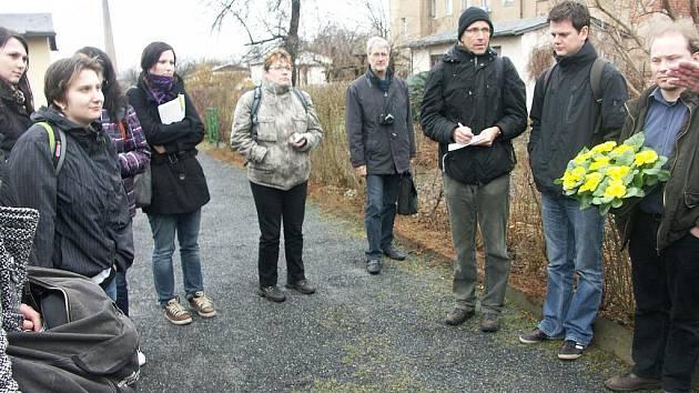 Ústečtí studenti pomáhají sousedům se zelení.