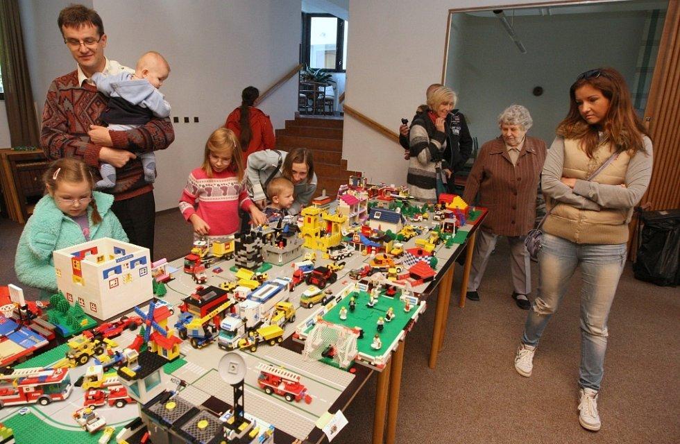 Město o rozměrech 8 x 3,5 metru děti postavily za tři odpoledne.