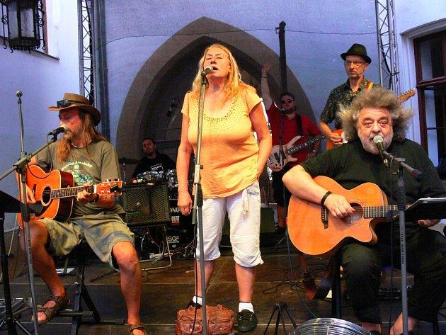 Skupina Marsyas: (zleva) Míra Kuželka, Zuzana Michnová, Oskar Petr a Jiří Charypar.