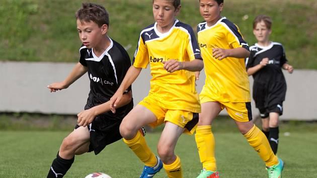 Dvanáct mládežnických družstev z regionu se v areálu na Klíši utká v rámci E.ON Junior Cupu.