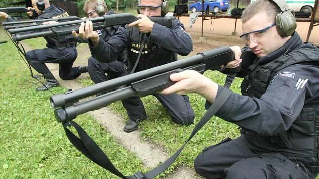 Cizinecká policie dostala nové brokovnice