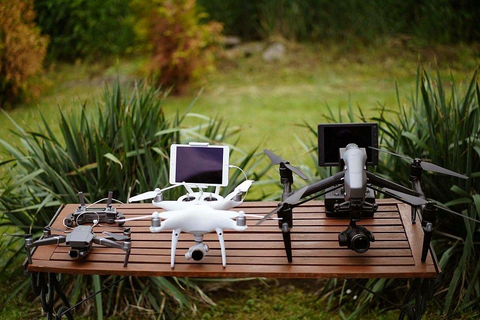 Pavel Šíma je fotograf a kameraman, který často využívá dron. Na jeho snímku je herec a moderátor Pavel Soukup z pořadu Boží dar.