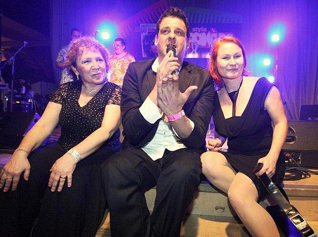 Střekované se bavili na svém plese v sále Setuzy ve stylu muzikálové Pomády.