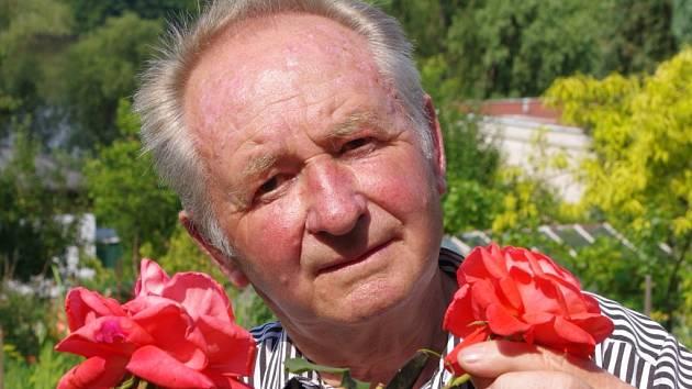 Zdeněk Beránek, bývalý jednatel organizace, dnes už jen užívá plodů společné práce.