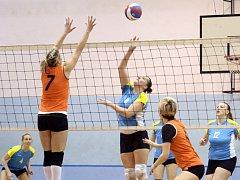 Volejbalistky Chabařovic vyhrály ve druhé lize všech šest letošních zápasů a jsou druhé za Libercem.