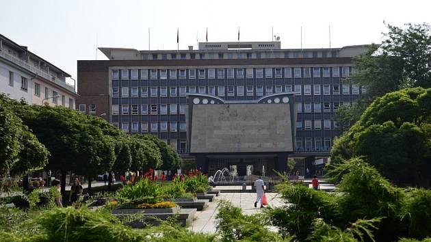 Lidické náměstí a magistrát.