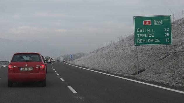 Projeďte se s námi po dokončovaném úseku dálnice D8.