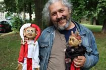 SVÁŤA HORVÁTH se svými dřevěnými  herci, s Kašpárkem a Popletou.