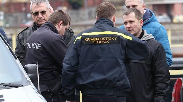 U zdymadel v ústeckém Vaňově zasahuje policie. Našli tam tělo utonulého muže