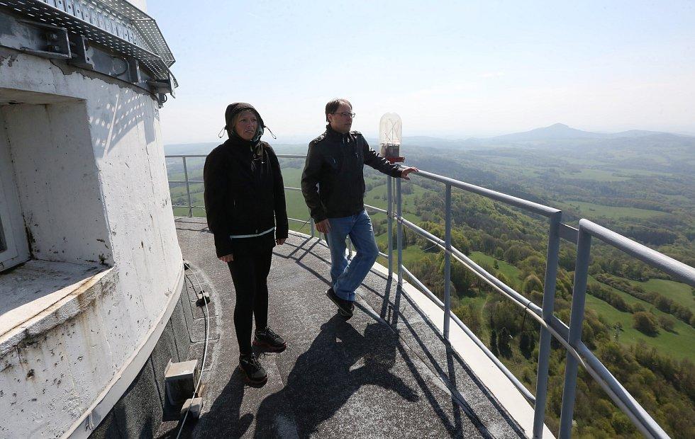 Navštívili jsme televizní a rozhlasový vysílač Buková hora na Děčínsku. Při pořizování reportáže jsme prošli veškeré technické provozy od těch historických, které  už nejsou funkční, ale mají zde nostalgickou hodnotu až po nejnovější digitální vysílače. P