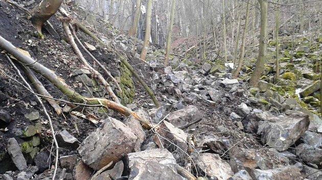 Kamenná lavina u Vaňovského vodopádu.
