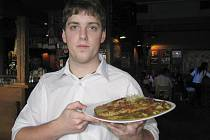 V restauraci Sport Pub Zlatopramen se vařilo podle čtenářů Ústeckého deníku. Na snímku Tomáš Vacátko.