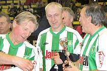 Fotbalový turnaj legend Old Boys Cup 2010 ovládli hráči pražské Dukly, druhá skončila Slavia.