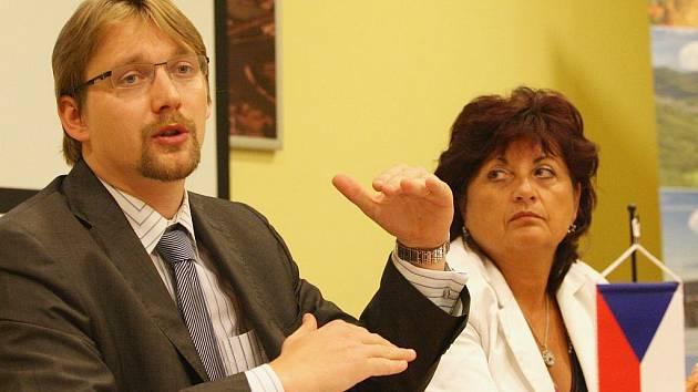 Ministr dopravy Pavel Dobeš jednal s hejtmankou Janou Vaňhovou o dálnici D8.