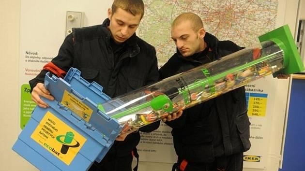 Společnost Ecobat organizuje sběr baterií i na úřadech, ve školách a firmách.