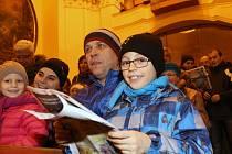 Ústečané si přišli zazpívat koledy do kostela sv. Vojtěcha.