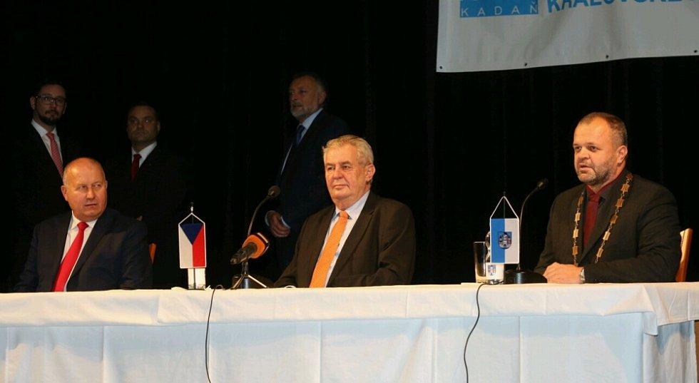 Beseda Miloše Zemana s občany Kadaně.