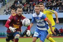 Fotbalisté Ústí nad Labem (v modrobílém) hostili v domácím prostředí Varnsdorf.