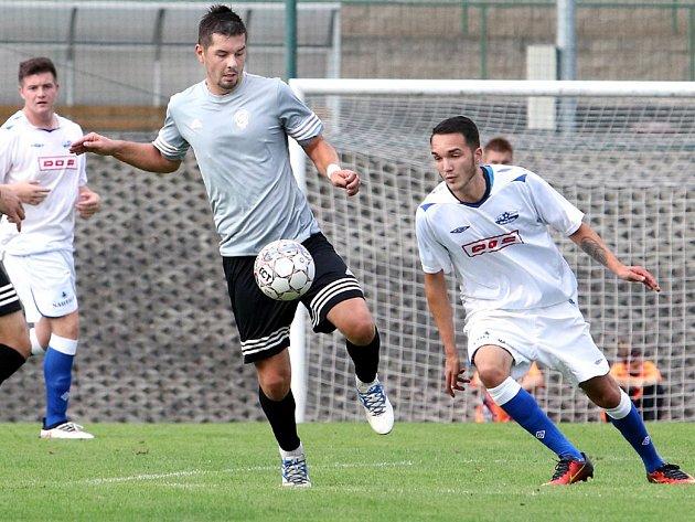 Fotbalisté Neštěmic (v šedém) doma otočili zápas proti Junioru Děčín a vyhráli 6:2. Foto: Rudolf Hoffmann