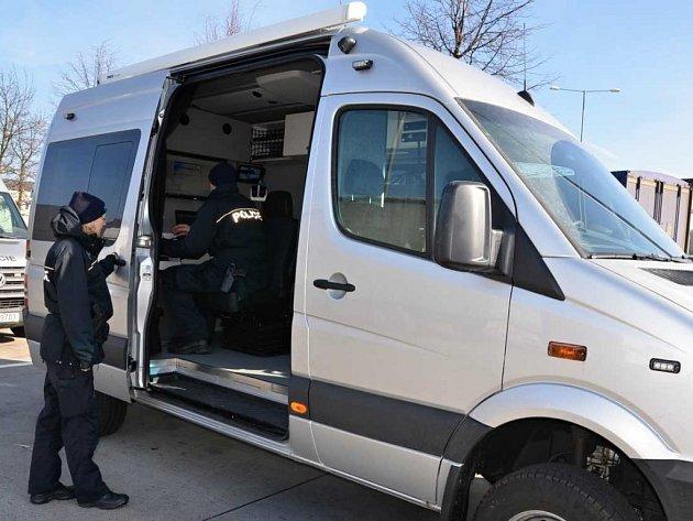 Nový schengenbus cizinecké policie v Ústeckém kraji.