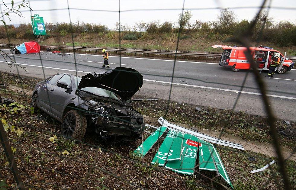Jedním z nebezpečných míst na silnicích Ústeckého kraje je také úsek D8 na Litoměřicku nedaleko Siřejovic, ke karambolům tam dochází často. V žebříčku míst s nejvíce nehodami mu patří třetí příčka.