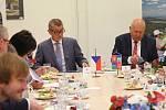 Členové vlády ČR včetně premiéra Andreje Babiše dorazili z Teplic do Ústí nad Labem.