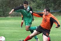 Fotbalisté Chabařovic B porazili Trmice B (zelení) 4:3 po penaltách.
