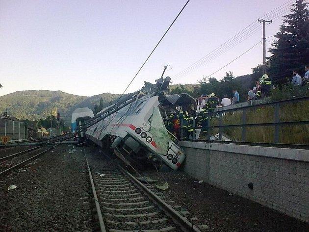 Vykolejení vlakové jednotky CityElefant ve Vaňově.