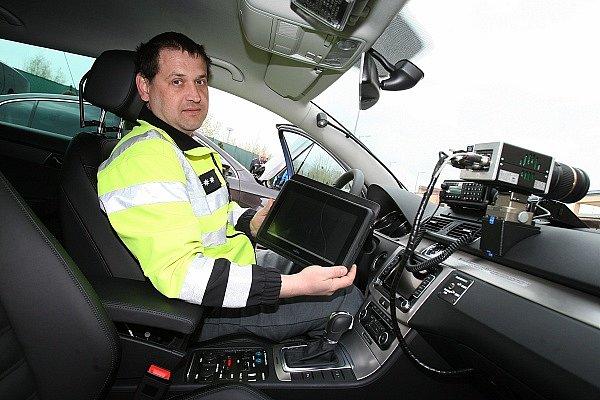 Posádka passatu může radar zapnout až v okamžiku, kdy chce právě projíždějící vozidlo měřit.