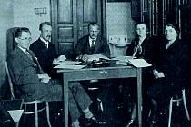 Učitelský sbor ZŠ Hluboká, první místní české školy, zroku 1928 až 1930