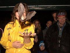 Během Mezinárodní noci pro netopýry v Panském lomu před Hanychovskou jeskyní dostanou účastníci akce možnost vypustit menší druhy těchto zvířat zpět na svobodu.