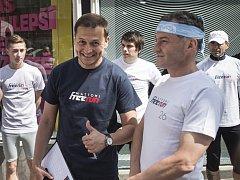 Tvářemi projektu jsou Lída Formanová, bývalá úspěšná česká atletka, a Vojtěch Bernatský (na snímku uprostřed), běžecký nadšenec a sportovní moderátor.