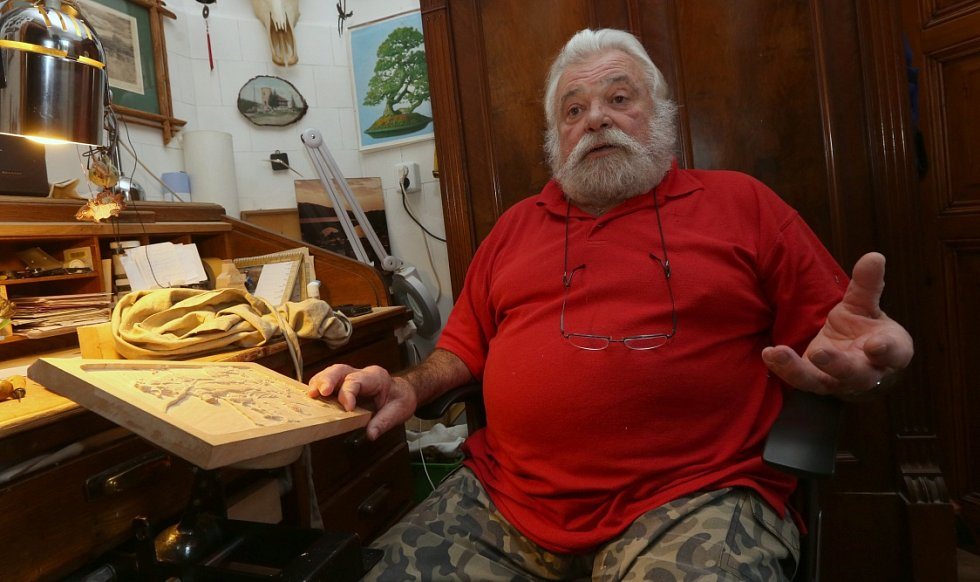 Za čtyřicet let už Luboš Novotný z Neštědic na Ústecku vyřezal kde co.