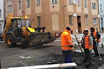 Ve Varšavské ulici znovu prasklo vodovodní potrubí. Desítky lidí se ocitly bez vody.