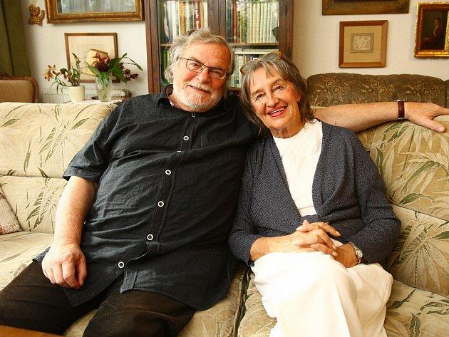 Jan Kačer a Nina Divíšková