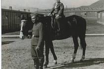 Zaniklé Ústí: Snímek je z návštěvy dětí v kasárnách v roce 1942.