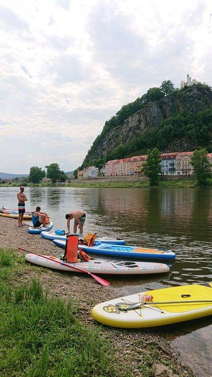Z Ústí do Hřenska jelo společně 33 plavidel. Šlo o tradiční akci