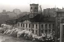 Dobové fotografie zachycují poslední okamžiky existence okresního soudu a restaurace Zdar.